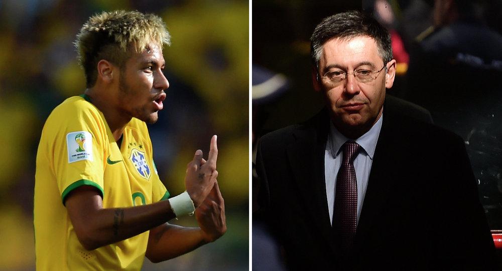 Futbolista brasileño Neymar (izda.) y presidente del Barça, Josep Maria Bartomeu
