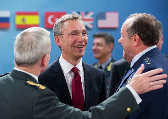 Secretario general de la OTAN, Jens Stoltenberg y comandante supremo de la OTAN en Europa, Philip Breedlove