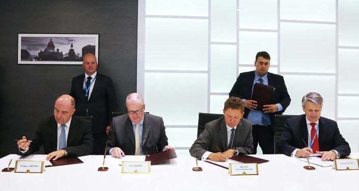 CEOs firman un memorando sobre construcción un gasoducto desde Rusia hasta Alemania a través del mar Báltico