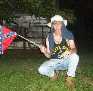 Una foto de Dylann Roof tomada de su sitio personal con manifiesto racista
