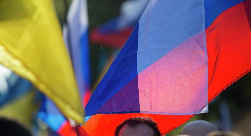 Banderas de Ucrania y Rusia