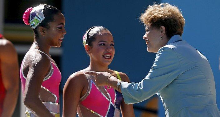 Dilma Rousseff visita las instalaciones de natación del Parque Olímpico de Río de Janeiro