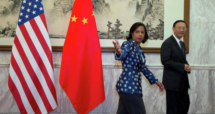 Consejera de seguridad nacional del presidente Obama, Susan Rice y miembro del Consejo de Estado chino, Yang Jiechi (Archivo)