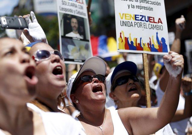 Mitin contra el presidente Nicolás Maduro y en apoyo de la oposición en Caracas, Venezuela, el 30 de mayo, 2015
