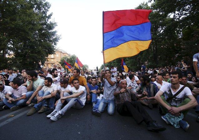 Las protestas en Armenia cumplen una semana
