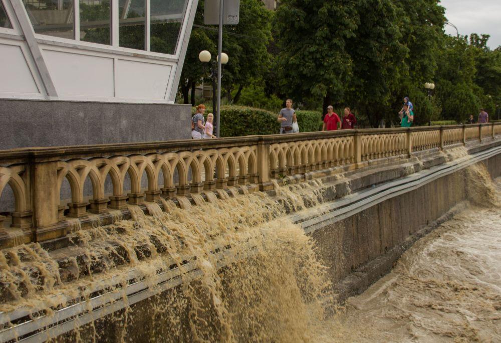 Lluvias torrenciales han paralizado la ciudad de Sochi