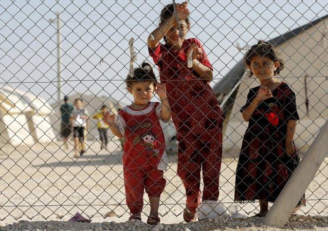 Niños sirios en la ciudad turca de Midyat