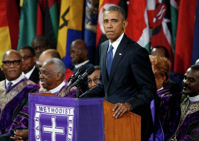 El presidente de EEUU, Barack Obama, en el funeral del reverendo Clementa Pinckney, una de las víctimas del ataque de Charleston