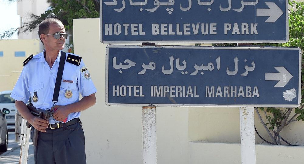 Policia tunecina en el lugar del atentado terrorista en el hotel Imperial Marhaba. 26 de junio de 2015