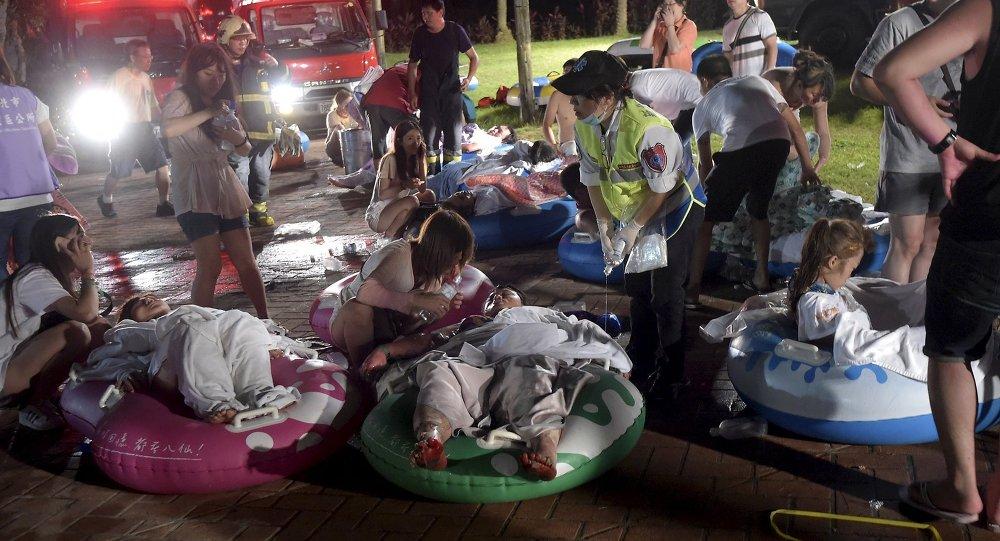 Víctimas heridos durante el incendio en el parque acuático Formosa Fun Coast en Taiwán, el 27 de junio, 2015