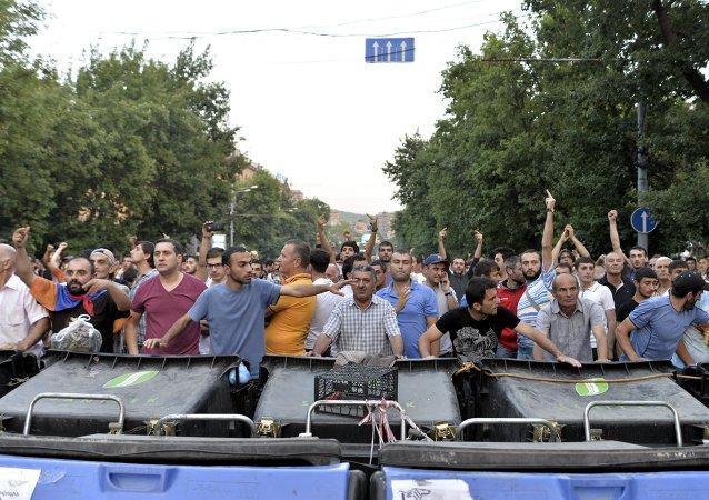 Manifestantes en Armenia