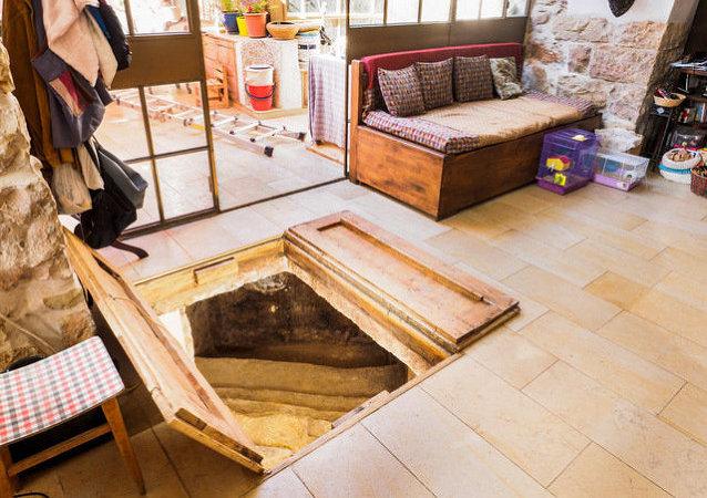 Descubren un baño ritual del siglo I bajo el salón de una casa de Jerusalén