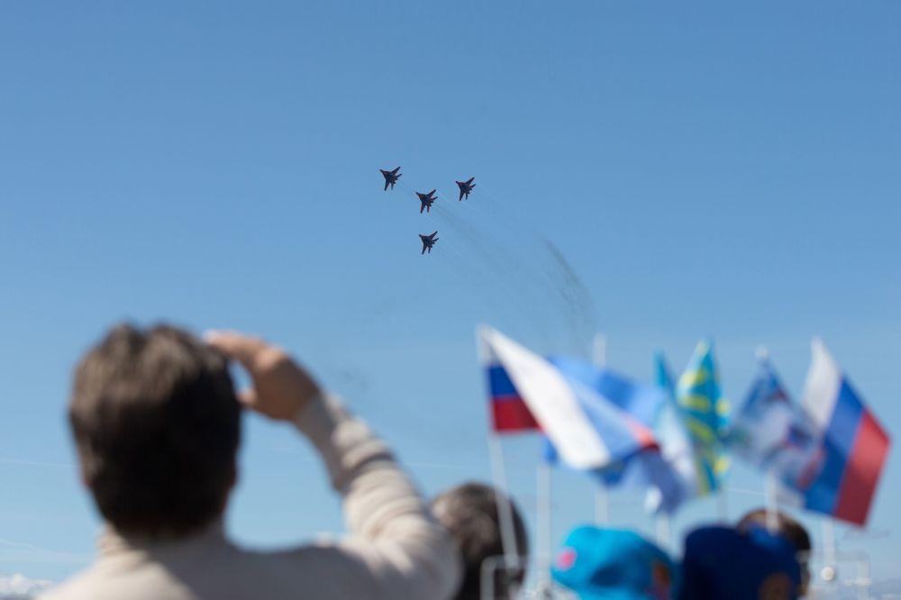 Espectáculo acuático y aéreo en San Petersburgo