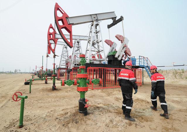 Extracción del crudo en la petrolera rusa Lukoil, que participa en las licitaciones en México