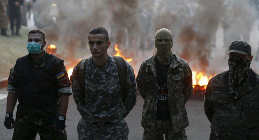 Manifestantes radicales en Kiev exigen una ofensiva contra Donbás