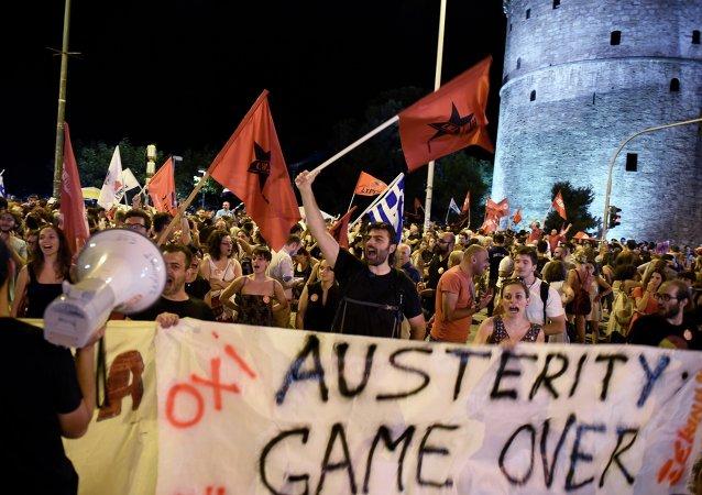Partidarios de 'NO' celebran los resultados del referéndum griego
