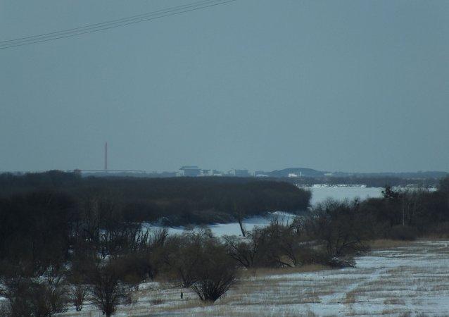 Pueblo fronterizo chino frente al pueblo ruso Kazakevichevo