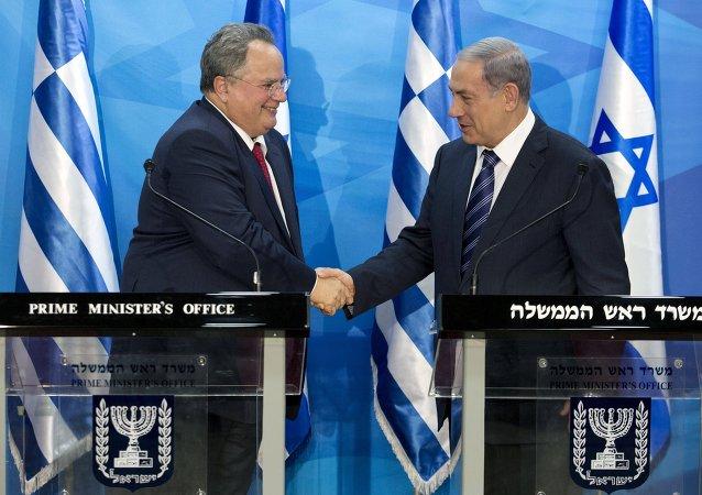 Ministro de Asuntos Exteriores de Grecia, Nikos Kotzias (izda.) y primer ministro de Israel, Benjamín Netanyahu