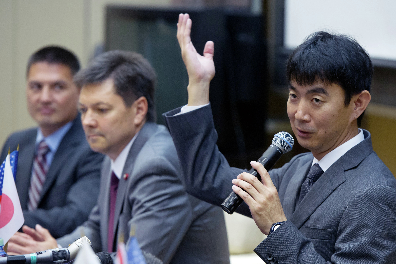 Conferencia de prensa de tripulación de  EEI-44/45