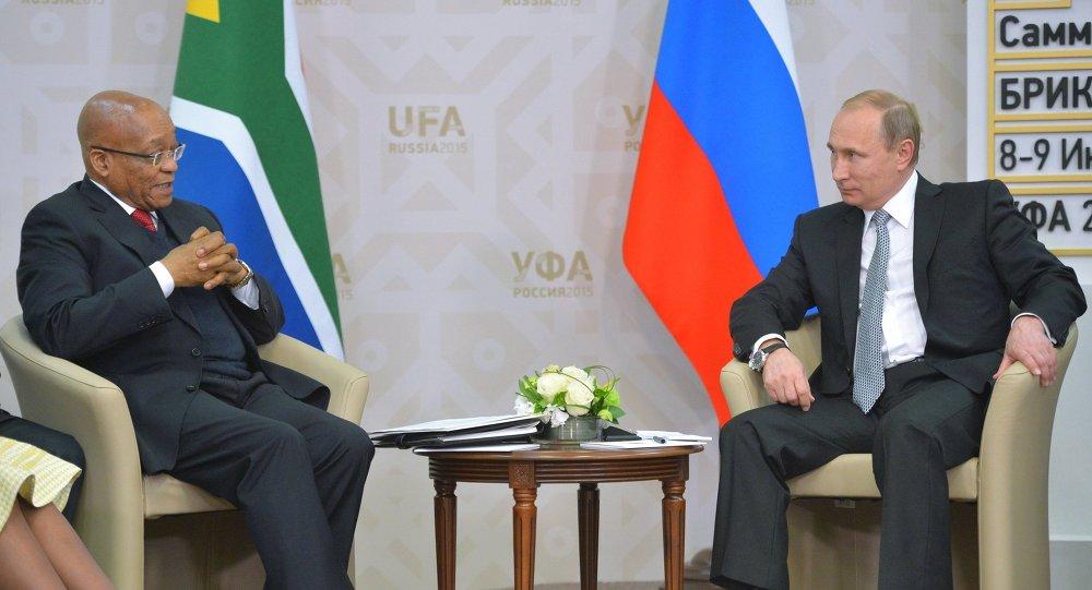 Jacob Zuma, presidente de Sudáfrica  y Vladímir Putin, presidente de Rusia