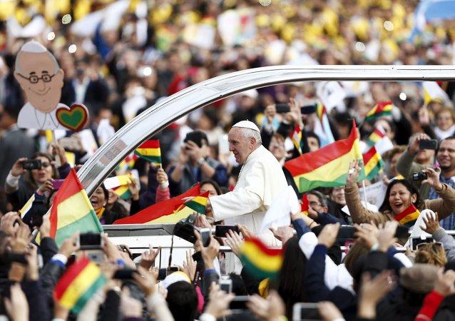 Papa Francisco durante su visita a Bolivia