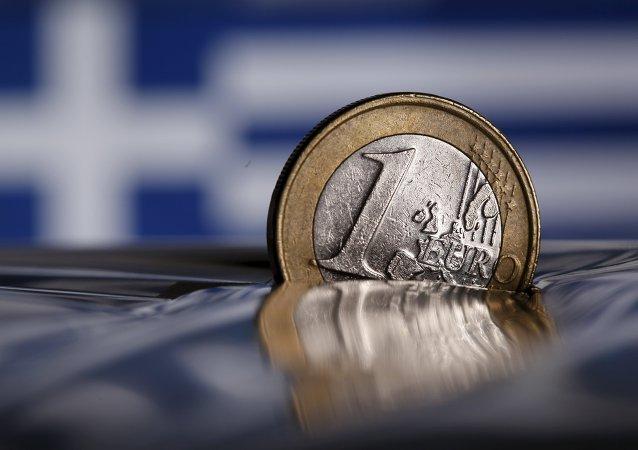 Moneda de un euro semihundida