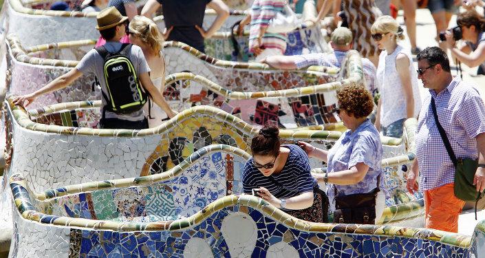 Turistas en el parque Güell en Barcelona (imagen referencial)