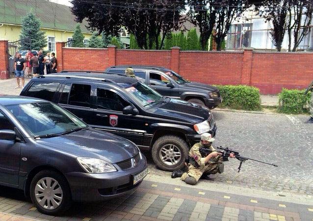 Los miembros de Pravy Sektor en Mukachevo