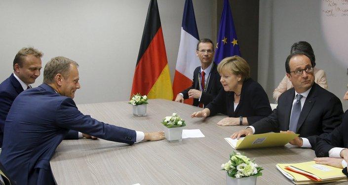 Presidente del Consejo de Europa, Donald Tusk, canciller alemana, Angela Merkel, y presidente francés Francois Hollande