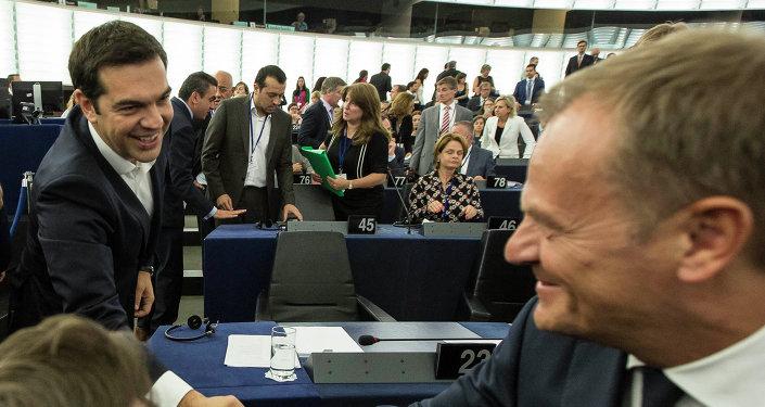 Primer ministro de Grecia, Alexis Tsipras y jefe del Consejo de Europa, Donald Tusk