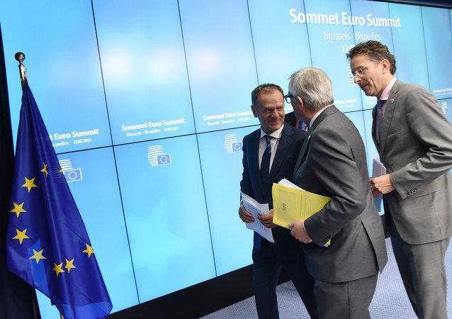 Donald Tusk, Jean-Claude Juncker y Jeroen Dijsselbloem después de la presentación del acuerdo sobre Grecia