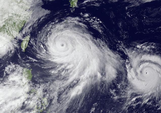 Un tifón sobre Okinawa (archivo)