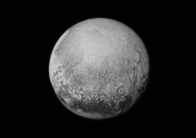 Foto de Plutón emitida por la sonda New Horizons (archivo)
