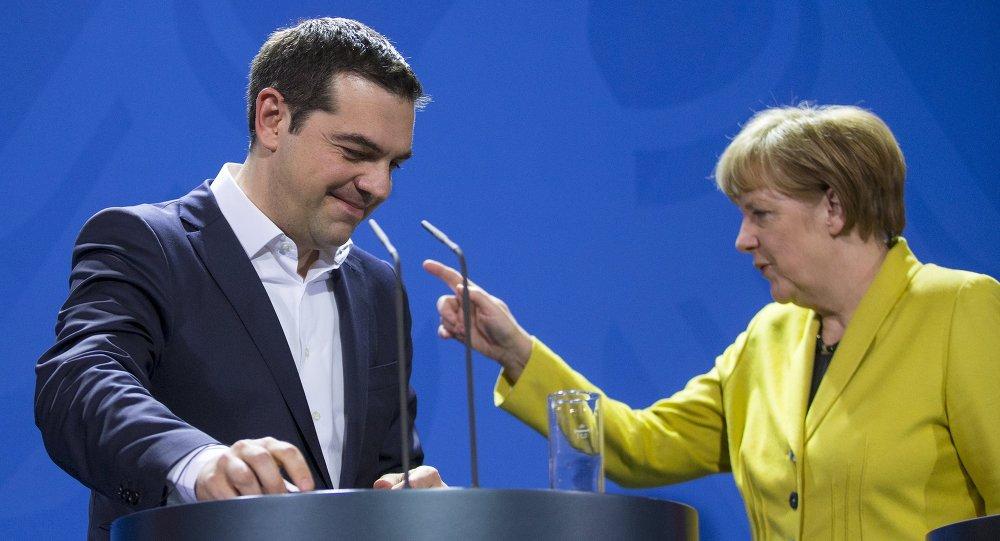 Primer ministro de Grecia, Alexis Tsipras y canciller de Alemania, Angela Merkel (Archivo)
