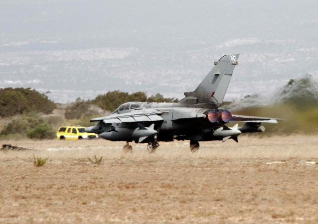Caza Tornado de la Fuerza Aérea del Reino Unido despega de la base de Acrotiri en Chipre (Archivo)