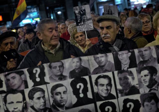 Manifestación en memoria de las víctimas de la Guerra Civil en España