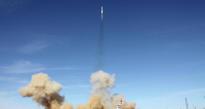 Cohete ruso Protón pone en órbita el satélite estadounidense АМС-4P (archivo)