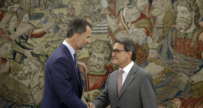 Rey de España, Felipe VI, y el presidente de Cataluña, Artur Mas