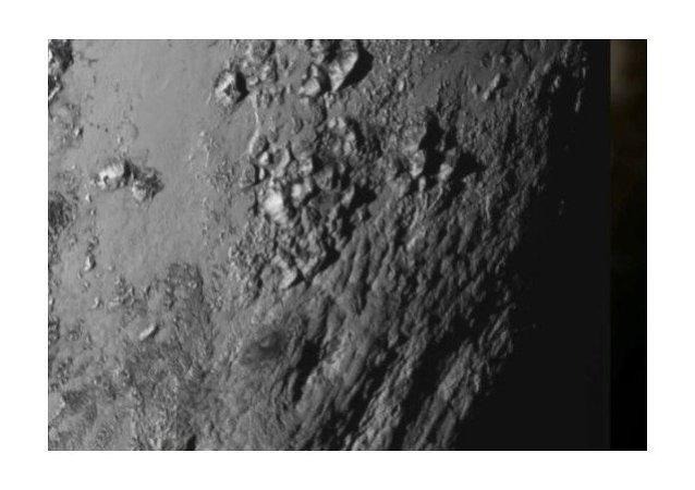 Cordilleras heladas en Plutón