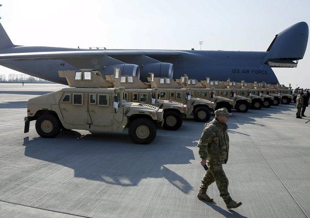 Avión estadounidense con primer lote de Humvee (Archivo)