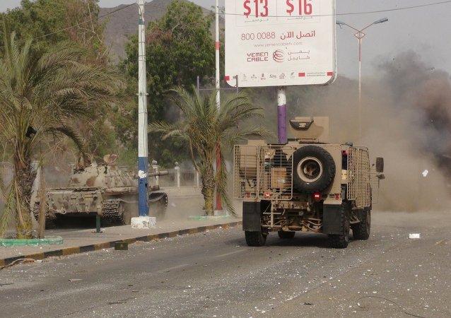 Vehículos militares de la resistencia del sur de Yemen en Adén, el 17 de julio, 2015