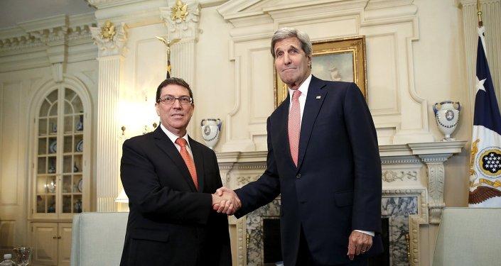 Secretario de Estado, John Kerry, y ministro de Exteriores de Cuba, Bruno Eduardo Rodriguez Parilla
