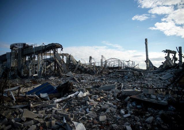 Aeropuerto destruido de Lugansk (archivo)
