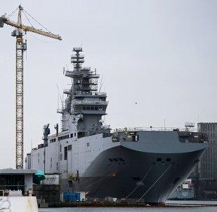 Portahelicóptero Sebastopol de clase Mistral en el astillero de la empresa STX Europe en Saint-Nazaire