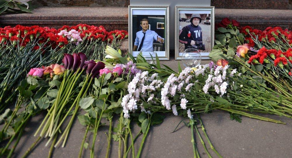Homenaje a los periodistas Ígor Korneliuk y Antón Voloshin en Moscú