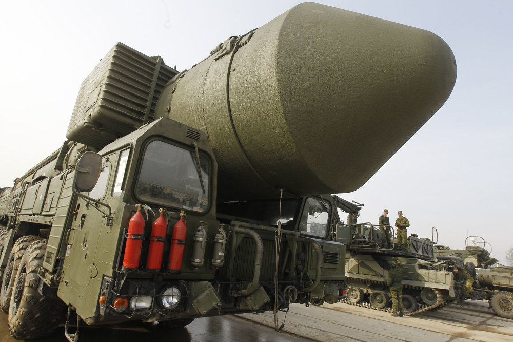 Una lanzadera móvil de misiles balísticos intercontinentales Tópol-M