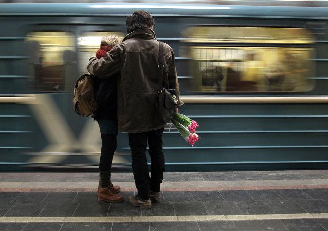 Abono anual de transportes por dar a luz en el metro de Moscú