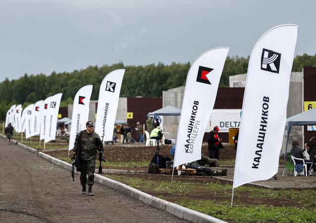 Banderas con el logo de Consorcio Kalashnikov