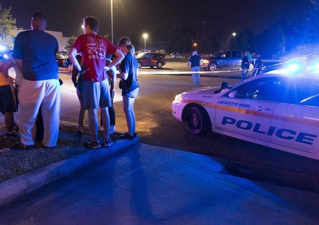 Policía en el lugar del ataque al cine Grande Theater en en Lafayette (Luisiana)
