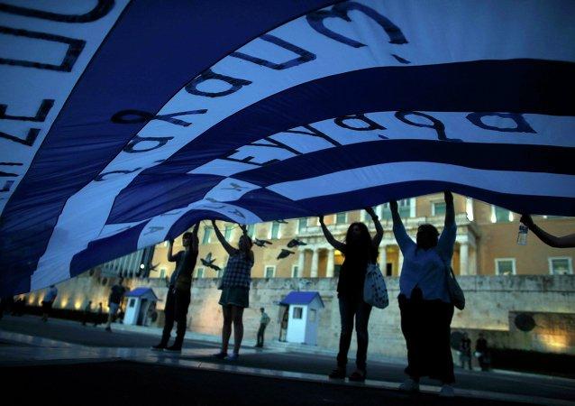 Manifestación delante del parlamento en Atenas, Grecia, el 22 de julio, 2015